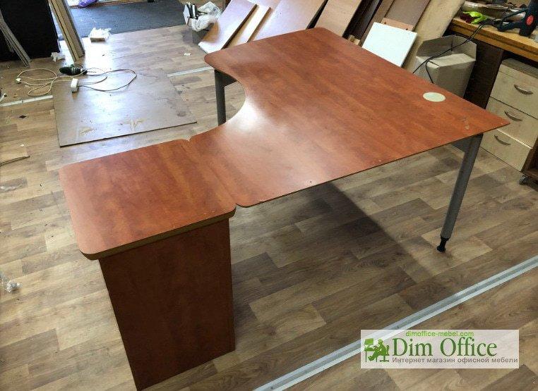 продаж офісних меблів зі складу